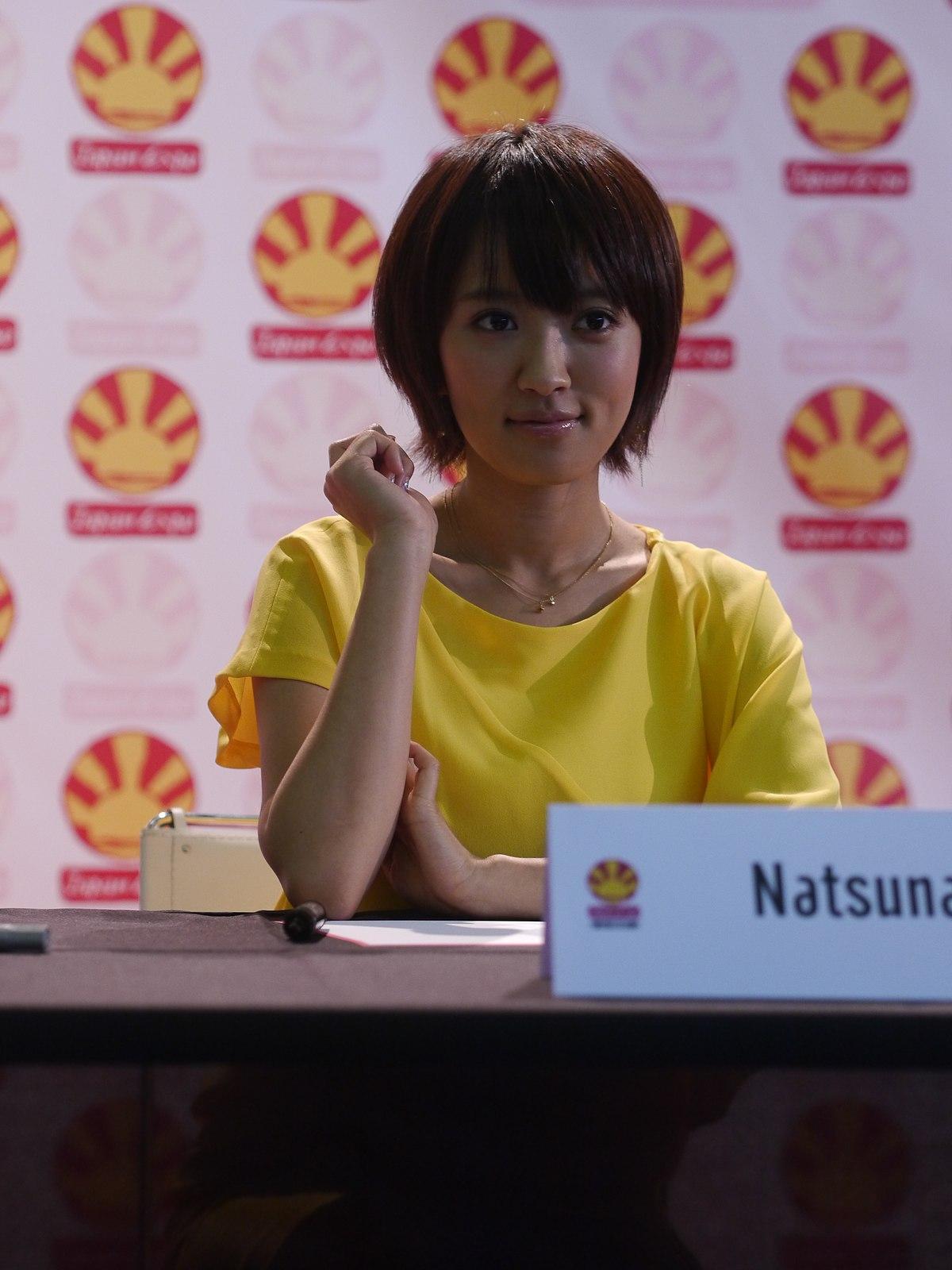 洋服が素敵な純名里沙さん