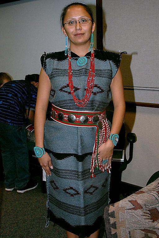 File Navajo Dress Jpg Wikimedia Commons