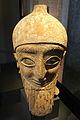 Neues Museum - Kopf einer männlichen Statue mit Kegelhelm.jpg