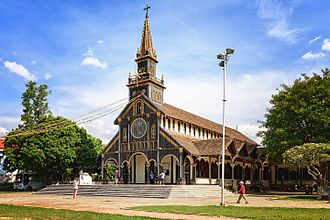 Kon Tum - Kon Tum's wooden church