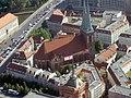 Nikolaikirche Berlin Fernsehturm.jpg