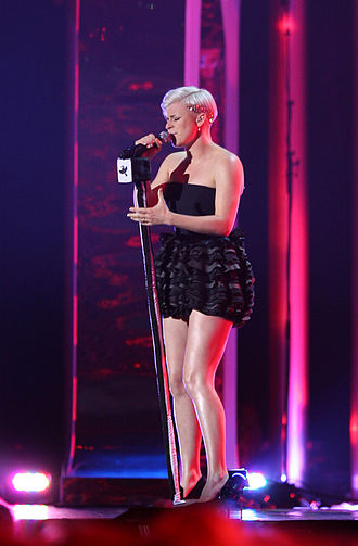 Robyn - Robyn performing live at the 2008 Nobel Peace Prize concert