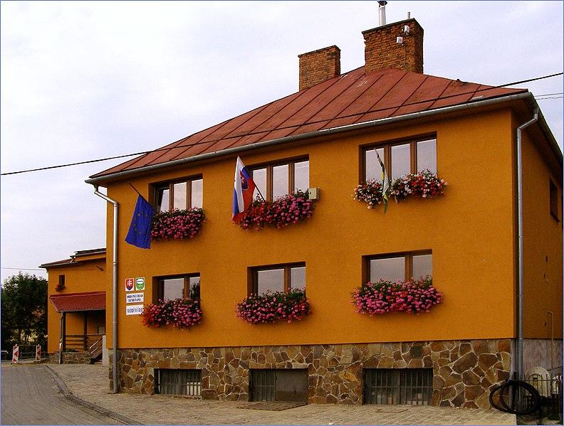 File:Obecný úrad Lemešany - panoramio.jpg