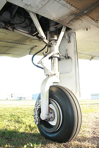 Landing gear - Oleo (pressurized gas - oil) strut with torque links