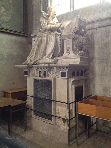 Orant de Marie Maignard († 1610), donatrice des orgues de la collégiale. Épitaphe. Marbre, premier quart du XVIIe s.
