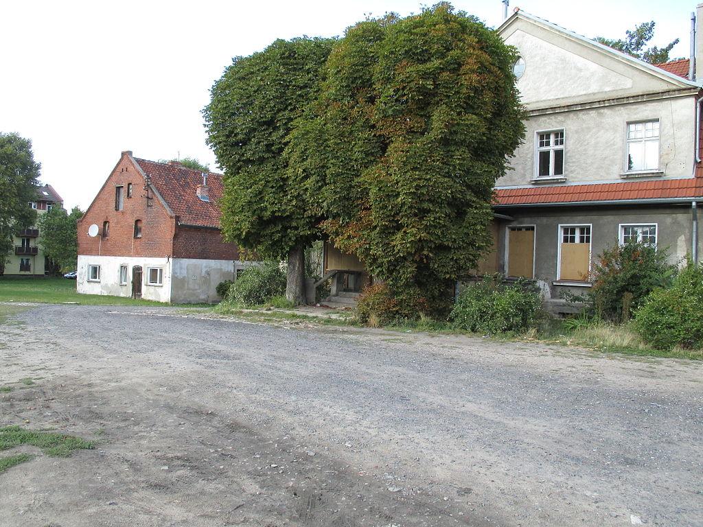1024px-Osiedle_Bajkowe%2C_Piotrowo_%281%29.JPG