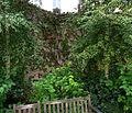 P1280132 Paris IV Jardin des Rosiers mur rwk.jpg