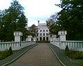 Pałac Radziwiłłów - aktualnie znajduje się tu ośrodek szkolenia pracowników NBP - panoramio.jpg