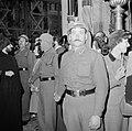 Paasviering. Cordon van politie bij toegang van de Heilige Graf kerk, Bestanddeelnr 255-5238.jpg