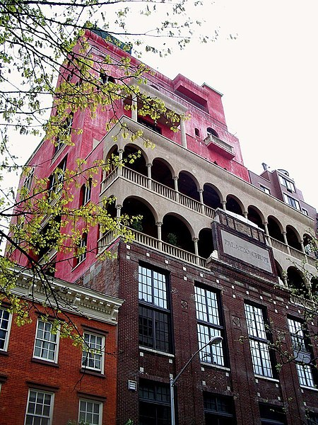 File:Palazzo Chupi.jpg