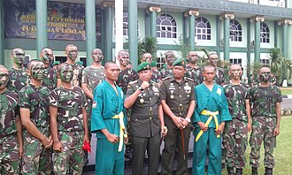 Private (rank) - Indonesian Army privates pose with two Generals
