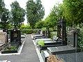 Pantin cimetiere parisien tombes juives en été.jpg