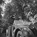 Parade over het Lange Voorhout Prins Bernhard en commandant De Ruyter van Stev…, Bestanddeelnr 900-5373.jpg