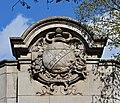 Paris Métro Corvisart zodiaque 2014.jpg