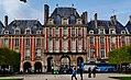 Paris Place des Vosges 08.jpg