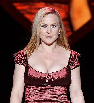 "Patricia Arquette - Arquette at the heart disease awareness fashion show ""Heart Truth"", 2009"