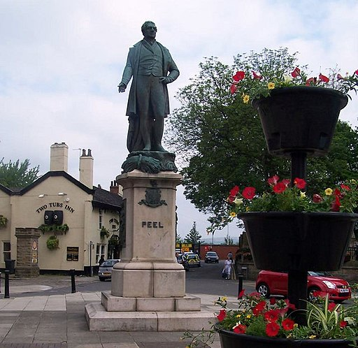 Peel statue Bury - geograph.org.uk - 186004