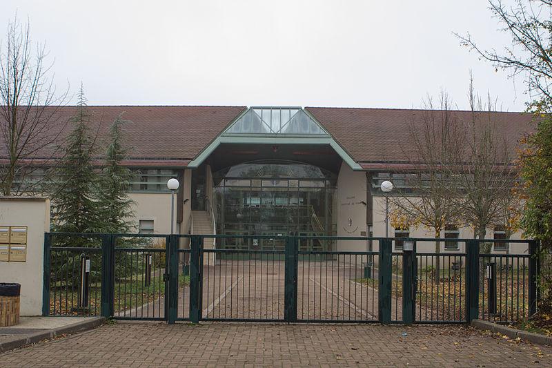 File:Perthes-en-Gatinais - Collège - 2012-11-14 - IMG 8105.jpg