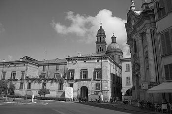 Piazza Roversi (1).jpg