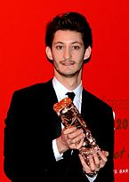 Pierre Niney Césars 2015.jpg