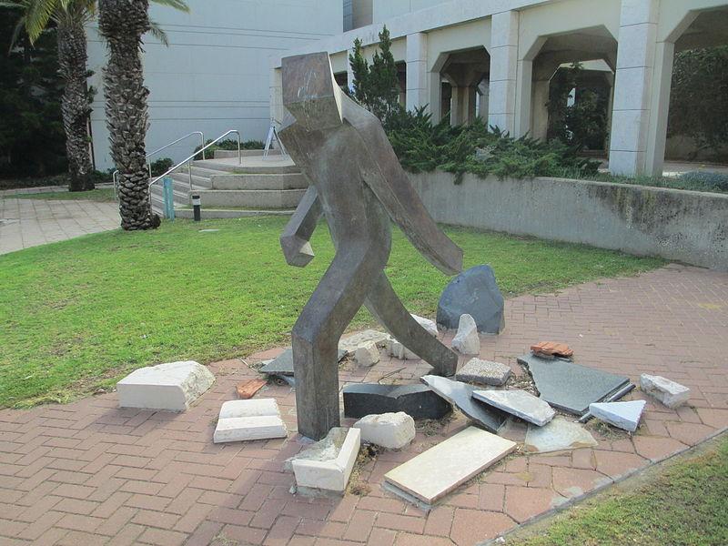 פסל שואה ותקומה באוניברסיטת תל אביב