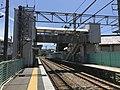 Platform and overpass of Shimo-Yamato Station.jpg