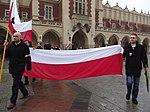 Początek marszu na Rynku Głównym (8721306040).jpg