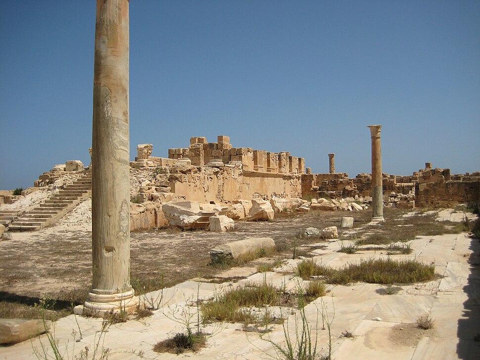 Podium Antonine Temple Sabratha 01