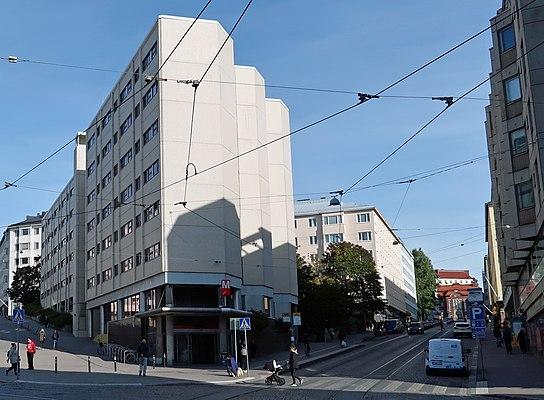 Porthaninkadun ja Toisen linjan risteys, vasemmalle nousee Siltasaarenkatu.jpg