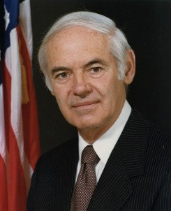 Portrait officiel de William French Smith.jpg
