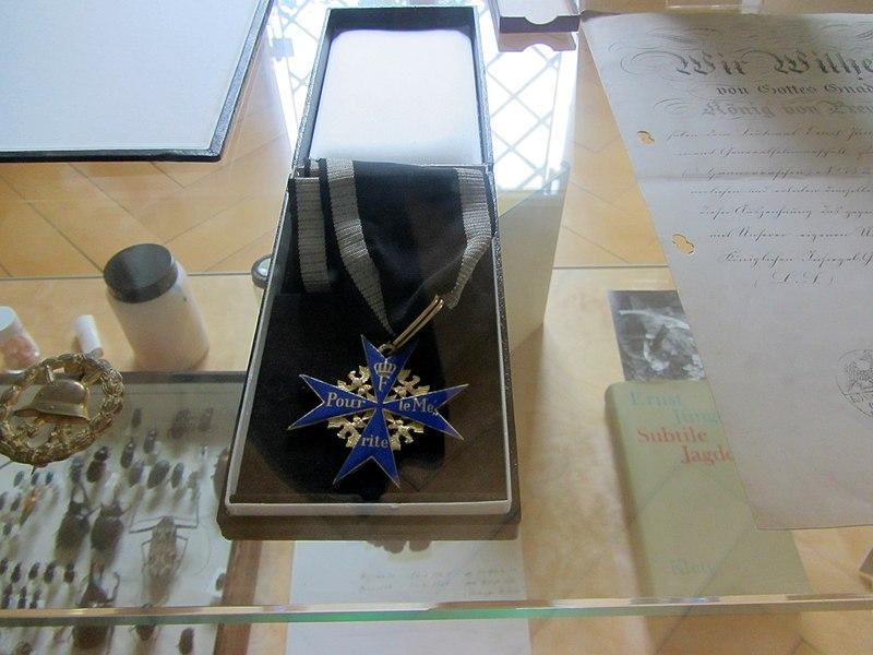 File:Pour le Mérite (Ernst Jünger).jpg