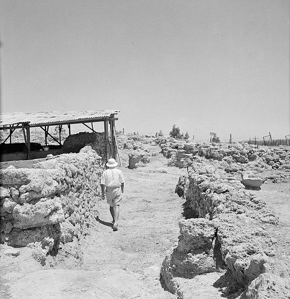 File:Quasileh, archeologisch onderzoek van een necropool, Bestanddeelnr 255-3797.jpg