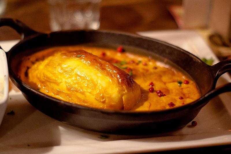 File:Quenelle de brochet sauce Nantua.jpg