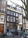 foto van Huis met gevel onder rechte lijst met consoles, triglyfen en dakkapel