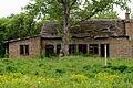 Raasdorfer Strasse verfallenes Haus.jpg