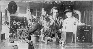 Radcliffe College - Radcliffe class in radio science, 1922