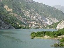 Il fiume Radika con il paese di Dolno Kosovrasti