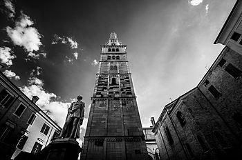 Rapiti dalla bellezza della torre.jpg
