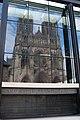Reflet de la cathédrale de Reims.jpg