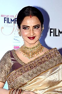 Rekha grace Filmfare Glamour & Style Awards 2016 (22) (cropped).jpg
