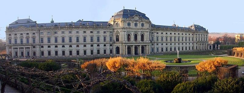 Fil:Residenz Wuerzburg Hofgarten.jpg
