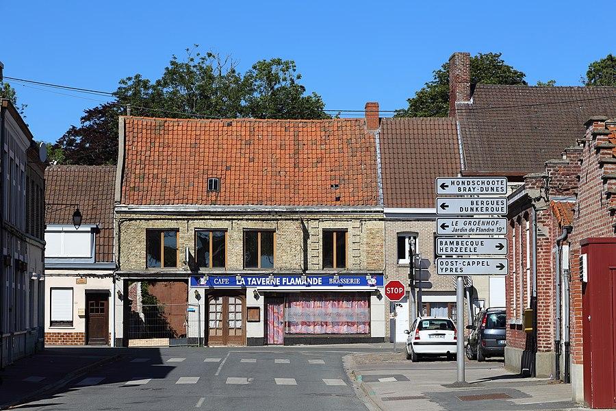 Rexpoëde (Département du Nord, France): the village seen from the Rue de West Cappel towards the Place de la Mairie)