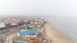 Bestand:Rhyl, Denbighshire, Wales - Part 2 with view over town, prom, sun centre and beach.webm