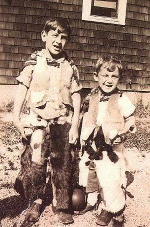 Harvey Milk - Harvey Milk (right) and his older brother Robert in 1934