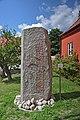 Runsten runinskrift DR EM85 377 Älleköpingestenen Åhus 2 2 vid Åhus kyrka och museum Skånes län.jpg