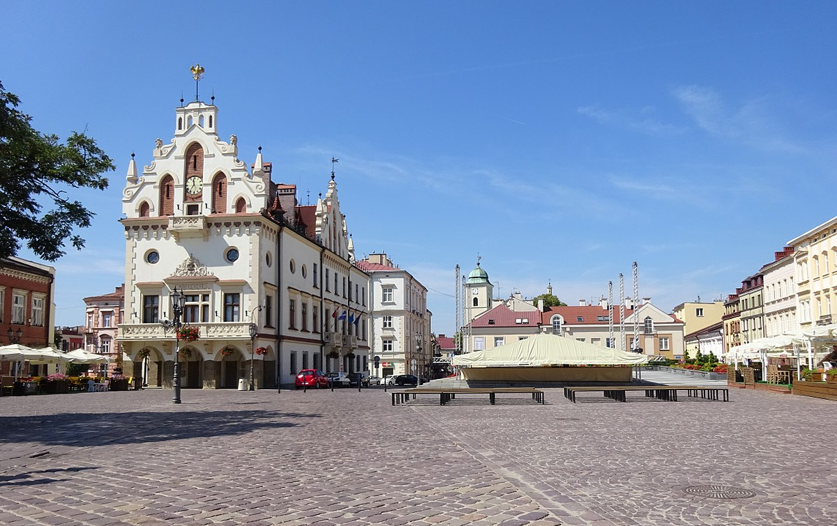 rzeszow chat Rzeszow costs $951 per month to live and work remotely with 26 mbps internet speed, is a bad place for digital nomads to live today it's 15°c with very good air quality (18 µg/m3) see cost of living, internet speed, weather and other metrics about poland as a place to work remotely for digital nomads.