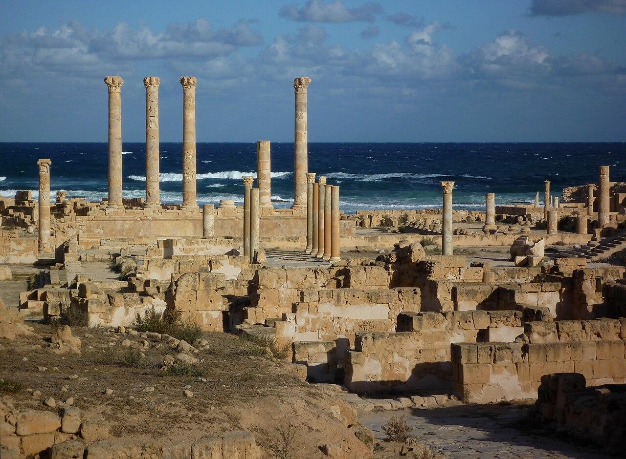 Sabratha - Säulen des Jupiter-Tempels.jpg
