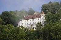 Schloss Klingenstein in einer tiefhängenden Wolke.jpg