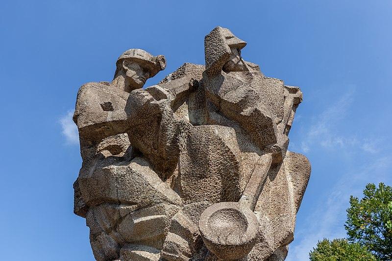"""File:Sculpture """"Vítězství práce"""" (Victory of Work) by Karel Vašut in the Park of Milada Horáková, Ostrava, Czech Republic 01.jpg"""