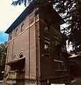 Scuola Matilde di Canossa, particolare.jpg